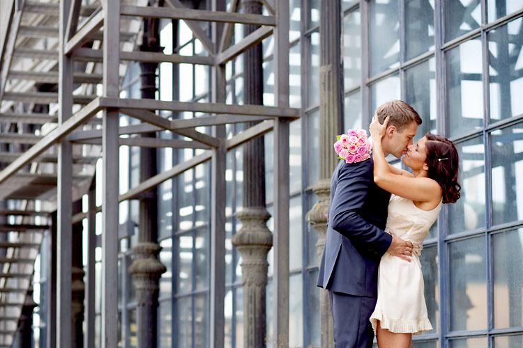 Kärleksfulla bröllopsbilder vid Mosebacke