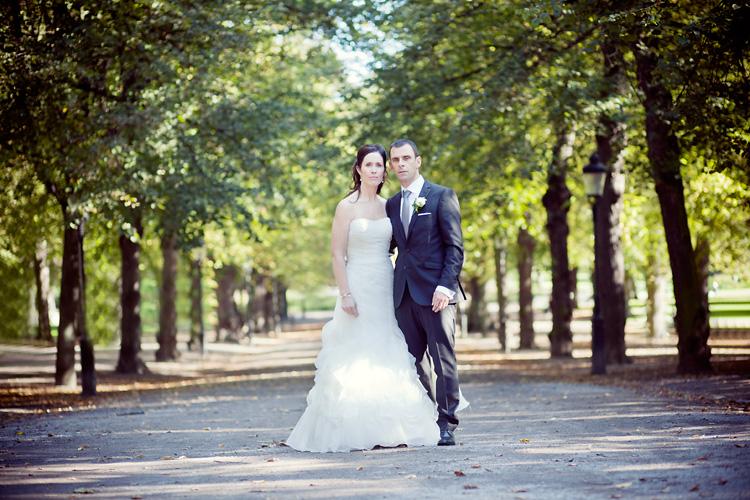 Brud i Garamaj klänning i Humlegården