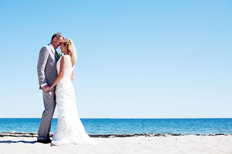 skärgårdsbröllop med Garamaj klänning på Sandhamn
