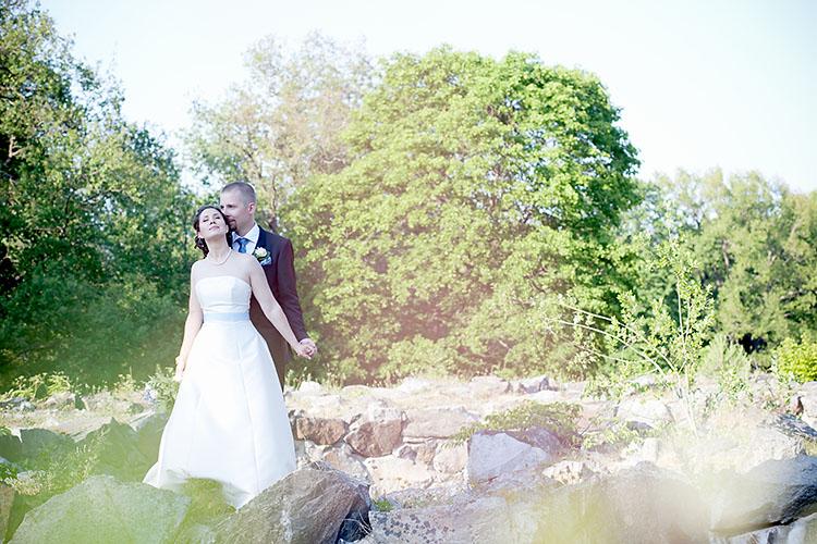 Romantisk bröllopsfotografering i Hagaparken