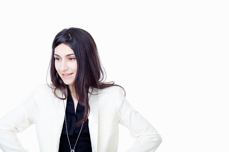 laleh fotograferad i studio av fotograf Jessica Lund