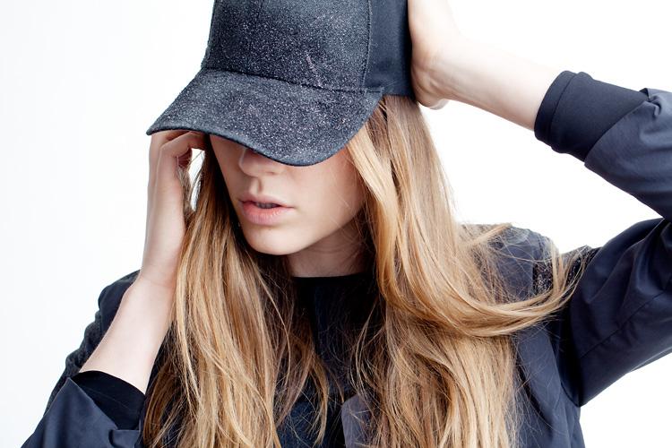 Modefotografering i studio fotograferad av modefotograf Jessica Lund i Stockholm