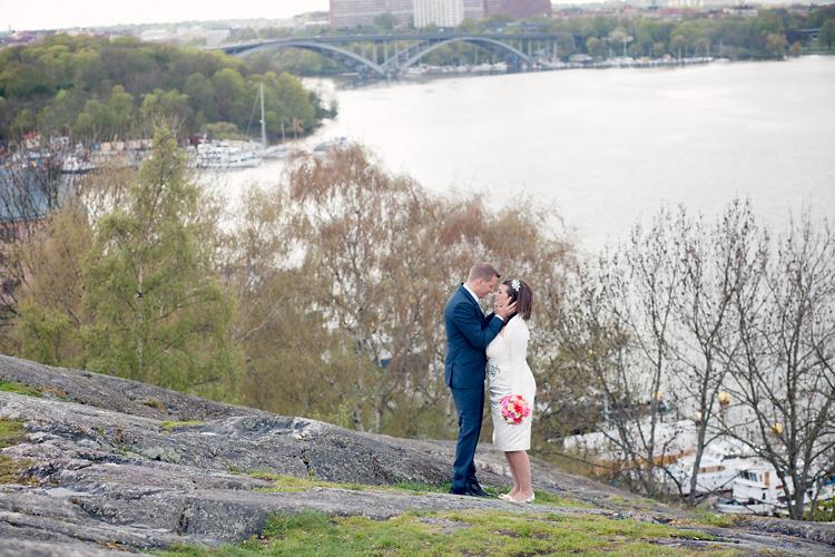 brudpar fotograferat av bröllopsfotograf Jessica Lund i Stockholm