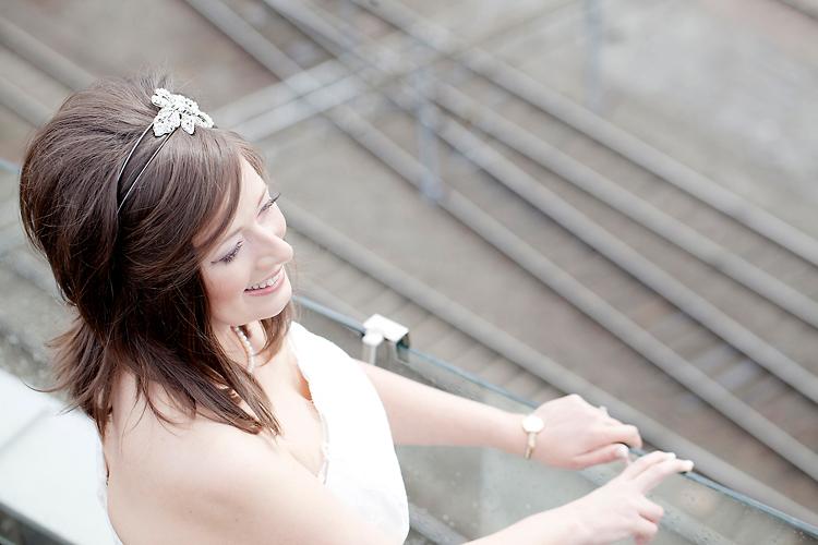 brud fotograferad på Clarion Sign