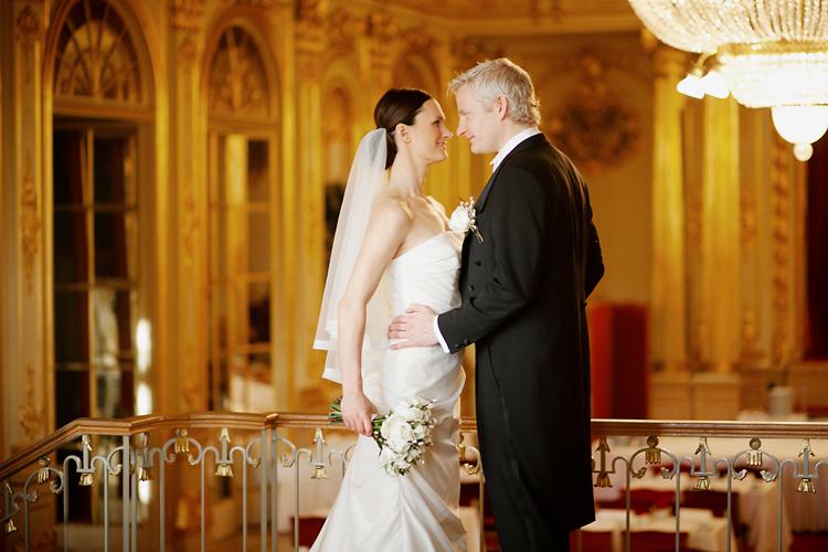 Brudpar i Spegelsalen på Grand Hotell Stockholm