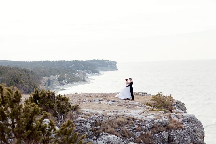 brudpar fotograferat på Högklint, Gotland