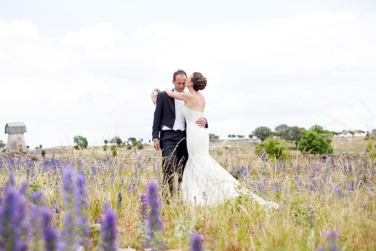 brudpar fotograferat på stora gåsemora gård på fårö, gotland