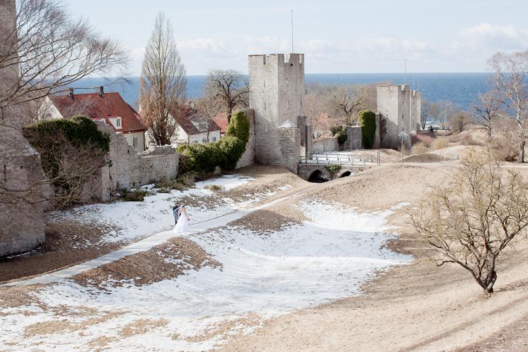 brudpar fotograferat i Visby, Gotland