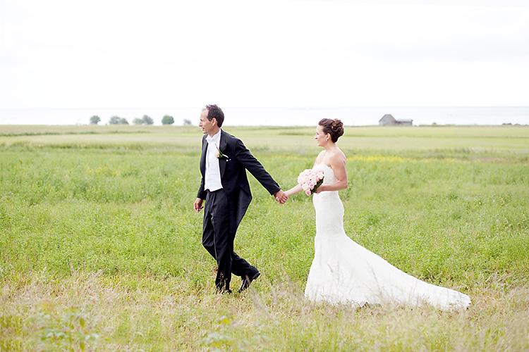 romantiska bröllopsbilder fotograferade på fårö