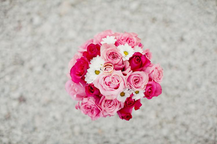 brudbukett rosa blommor