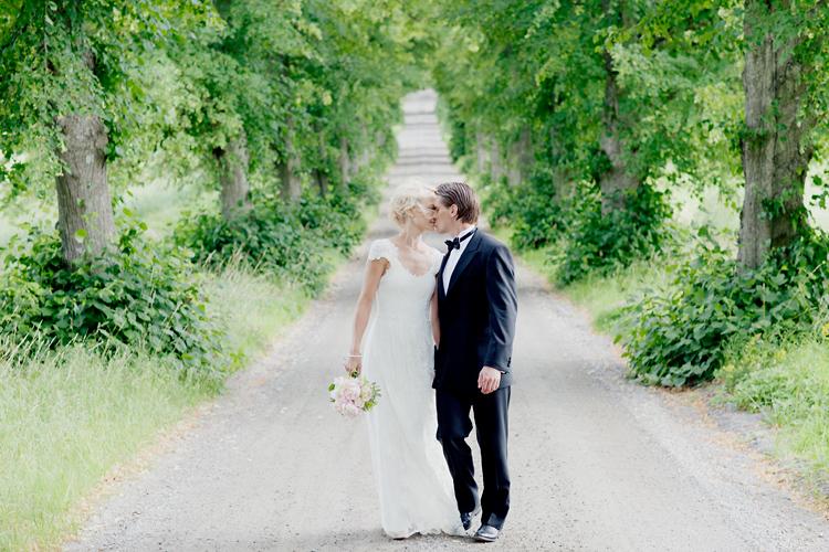 romantiska bröllopsbilder Wira Bruk allé
