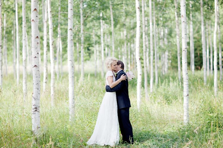 Bröllopsfotografering i björkskog