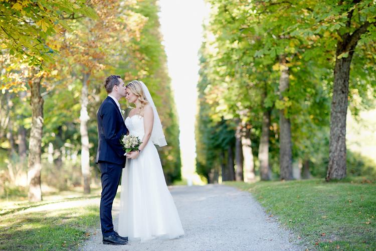 Norskt brudpar fotograferat på Drottningholm nära Kina slott