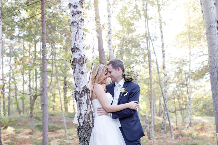 norskt bröllop i Stockholm fotat i skog