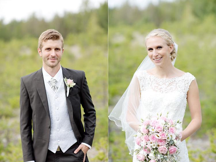 Brud med slöja och rosa bukett och brudgum