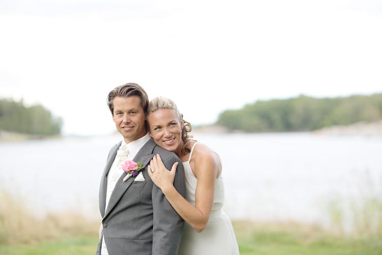 Bröllop på Utö, brudpar vid Utö Kyrka