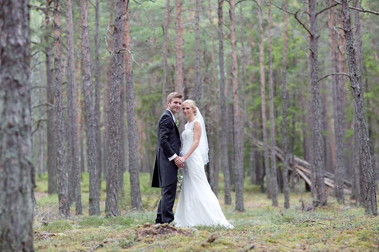 Bröllopsfotografering i skogen Ekerö