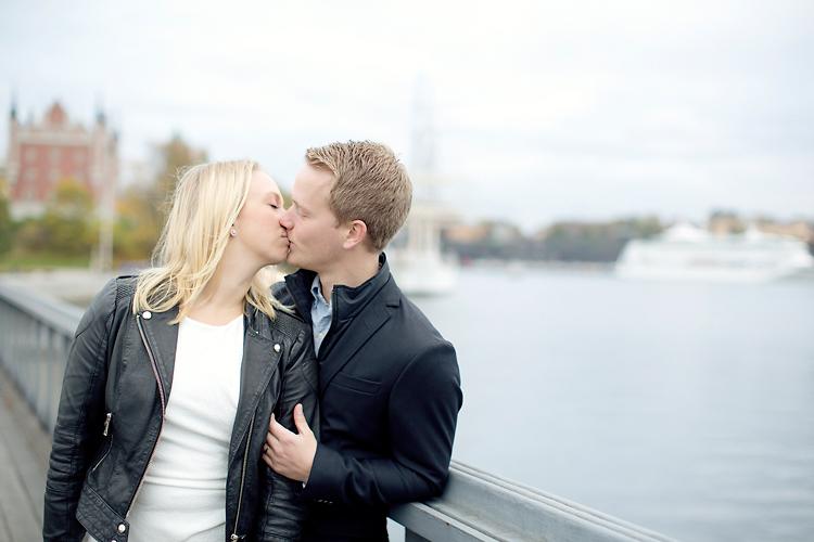 kyss på Skeppsholmsbron