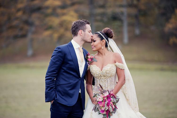 Kyss brudpar Hjorthagen utanför Stockholm