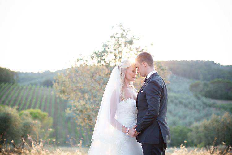 Brudpar i Toscana fotograferat av fotograf Jessica Lund