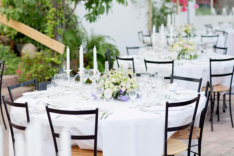 Blommor och dukning bröllop