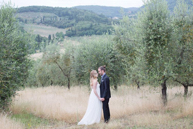 brudpar i olivlund i Chianti