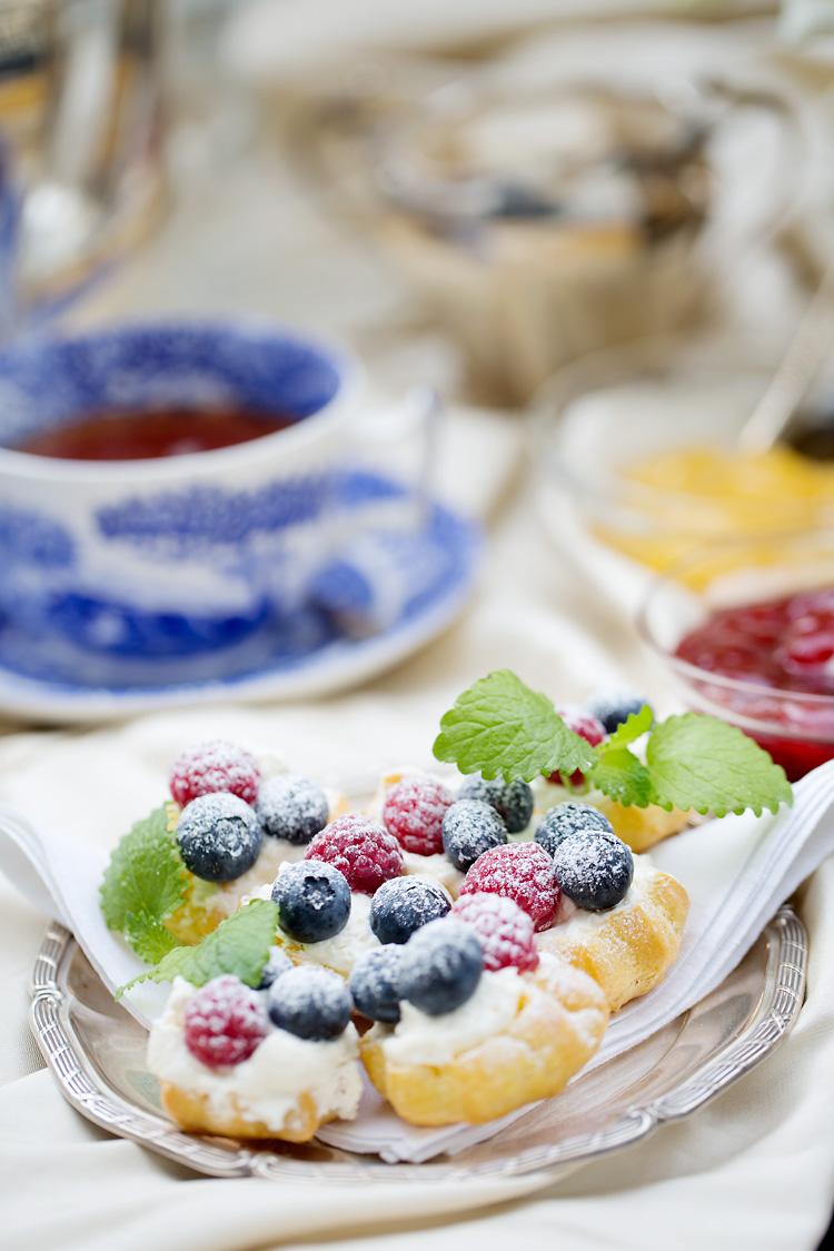 Afternoon tea bärpuffar med blått engelskt porslin