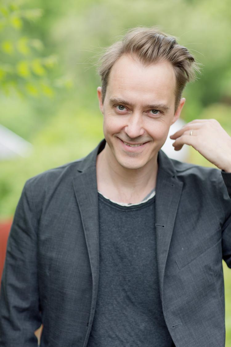 Skådespelaren och författare Jonas Karlsson