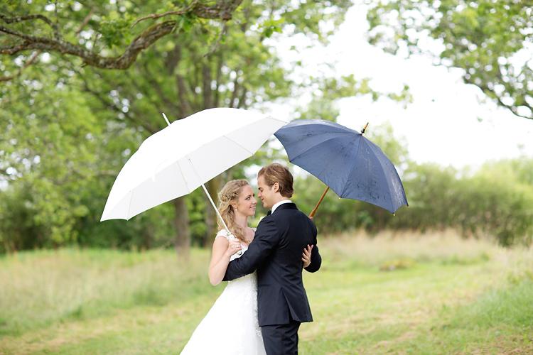 Regn på bröllopsfotografering