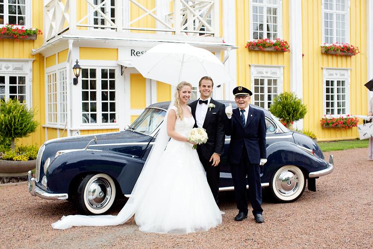 Brudpar och chaufför Ronnums herrgård
