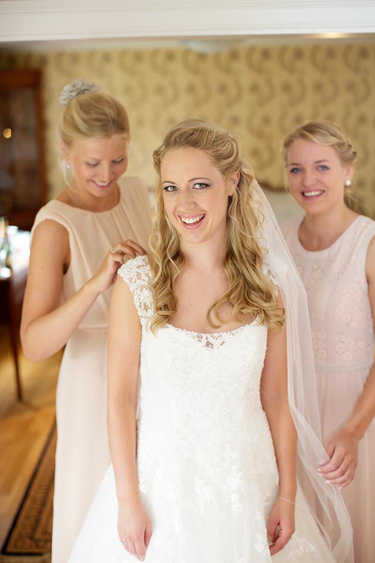 Brudens förberedelser Ronnum