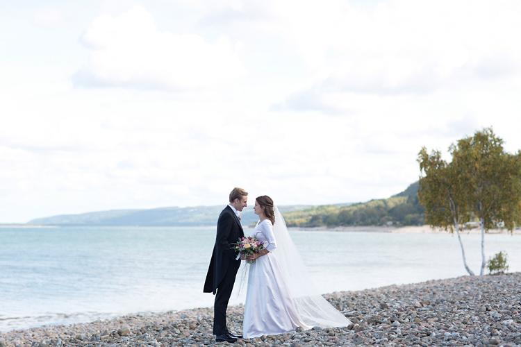 Brudpar vid havet i Skåne