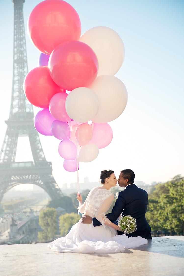 Bröllop Paris vid Eiffeltornet med ballonger